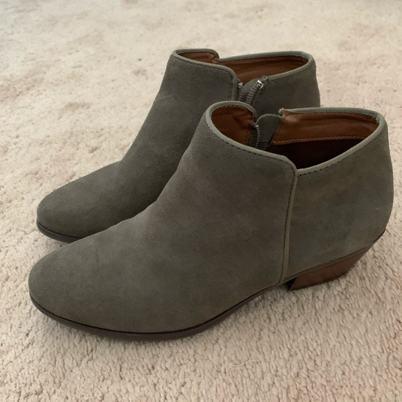 Crown Vintage Taupe/olive green booties size 8